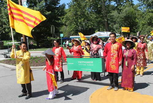 Vietnamese Cultural Garden marches in Parade of Flags